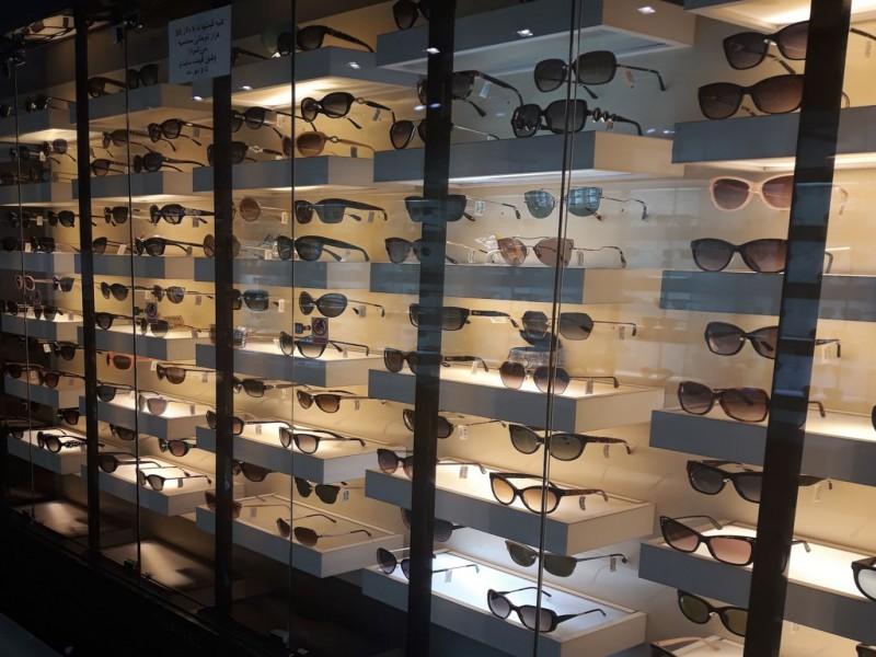 فروشگاه عینک ری بن _ معماری